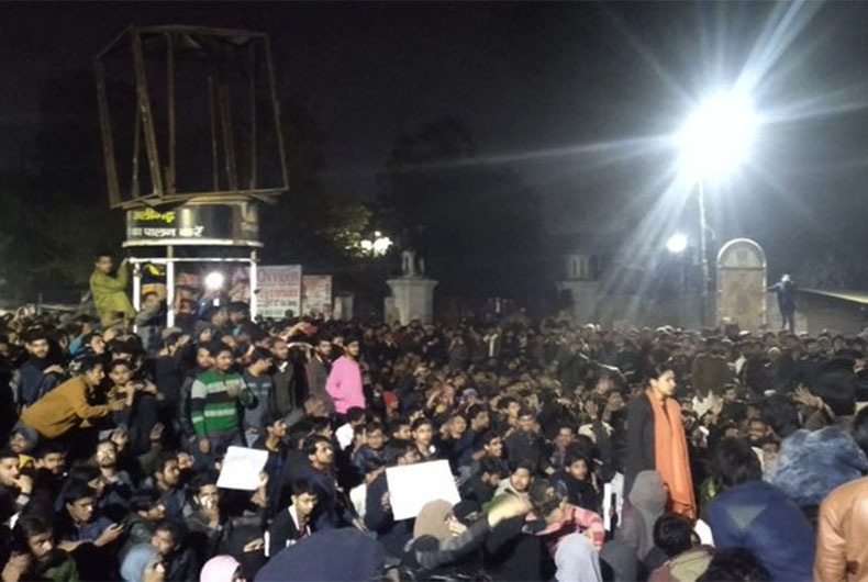 AMU protest intensifies after UP Police book 700 students